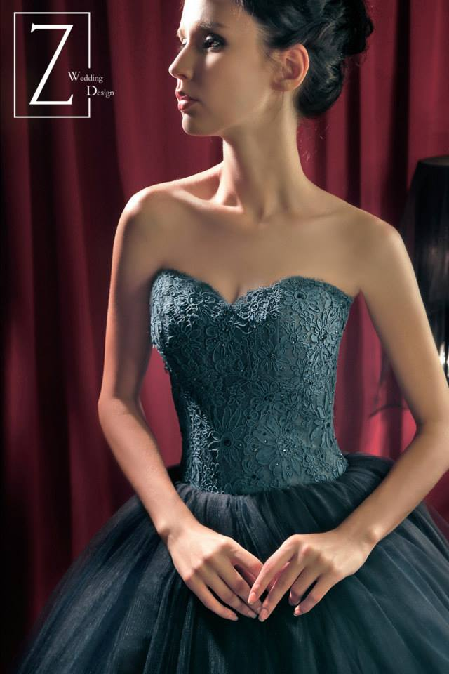 bluegreen-strapless-lacy-gown