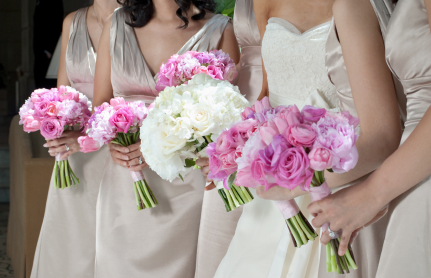 bridemaids-with-flowers