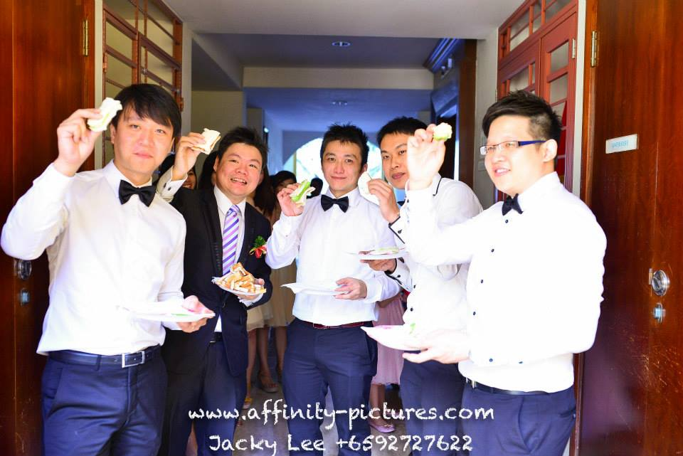 groom-groomsmen-affinity-pictures