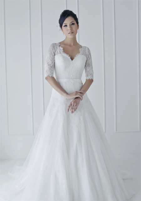 bride-in-gown-french-wedding